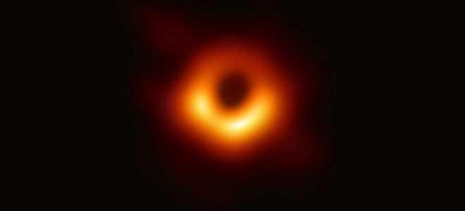 Исследователи впервые показали изображение Чёрной дыры и её тени